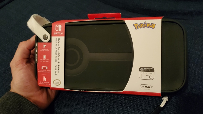 Switch Deluxe Travel Case review - Pokéball Edition