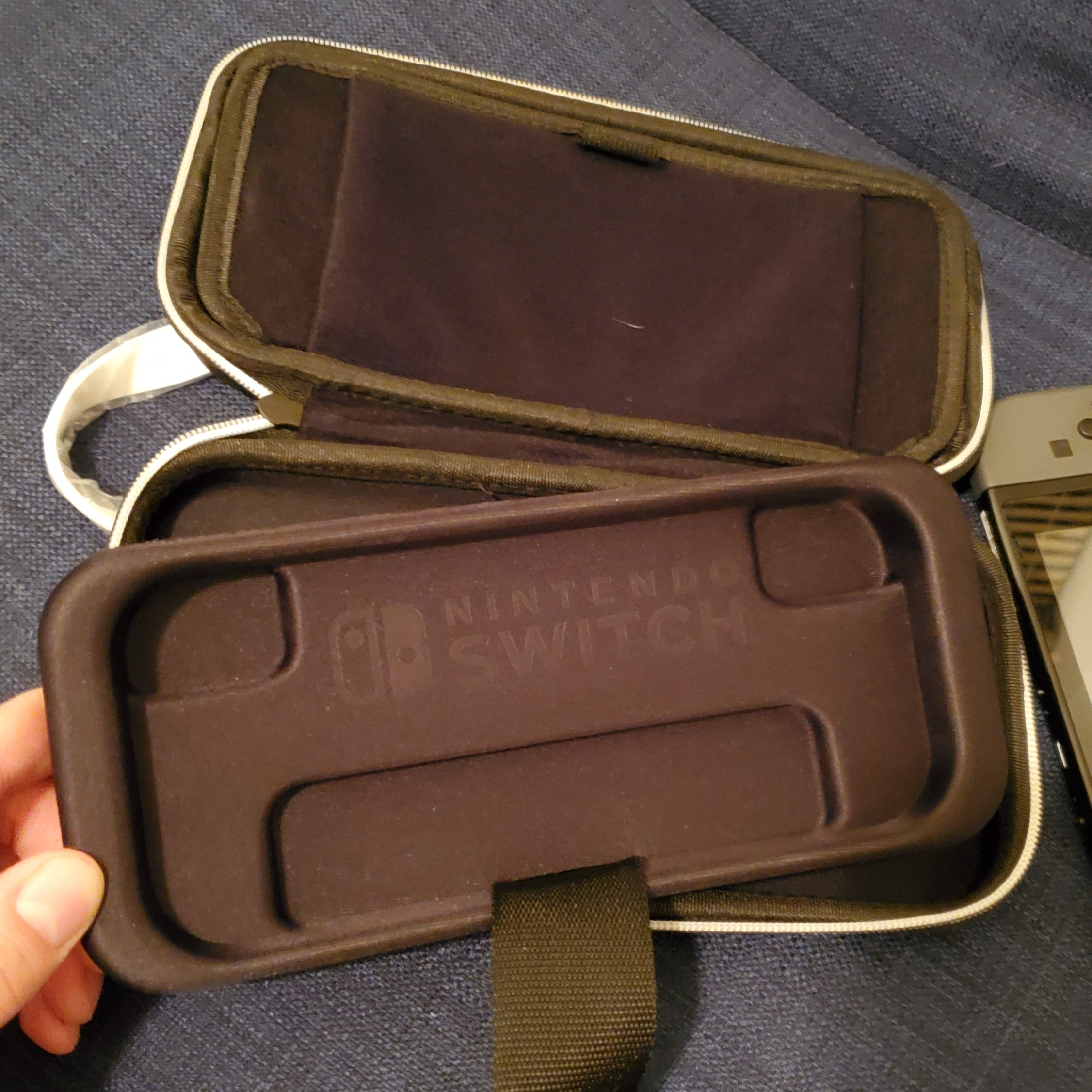 Switch Deluxe Travel Case review removable Switch Lite tray