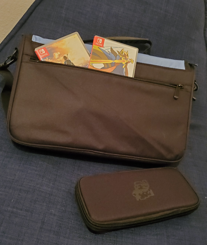 PowerA Everywhere Messenger Bag Super Mario Edition back flap